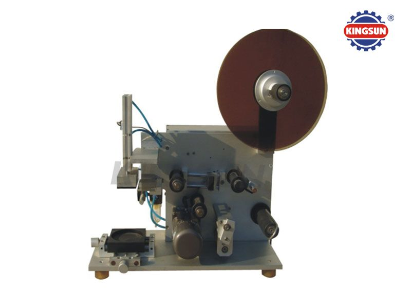 MT-60 Semi-automatic flat bottle sticker labeler